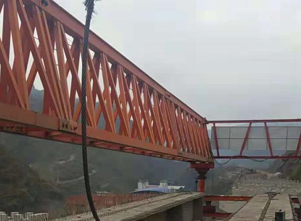云南镇雄宜毕高速四标40-180架桥机施工现场